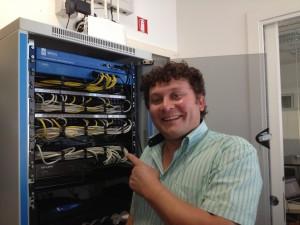 Giacomo felice per una delle sue installazioni.