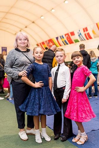 Il sogno di quattro bambini di partecipare a una gara di ballo reso realtà